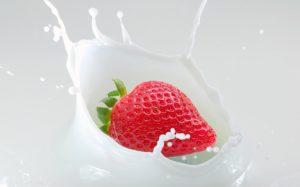 white-strawberry-splash